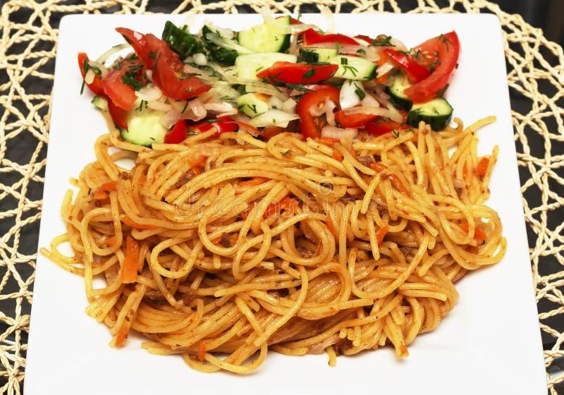 Teigwarenspaghettis mit Soße von Bolognese stockbilder