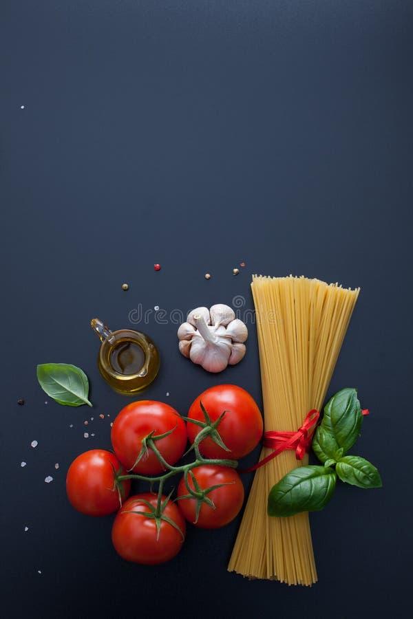 Teigwarenzeitbestandteil für italienisches Lebensmittel stockfotos