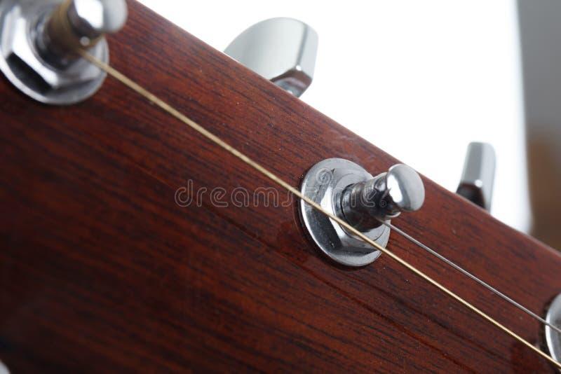 Teil der akustischen Gitarre ruhen stockfotos