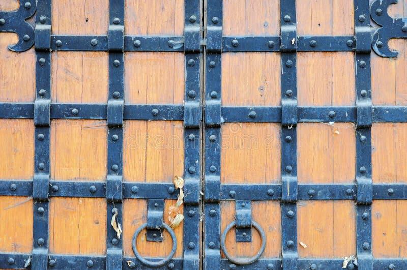 Teil der alten hölzernen Tore stockfoto