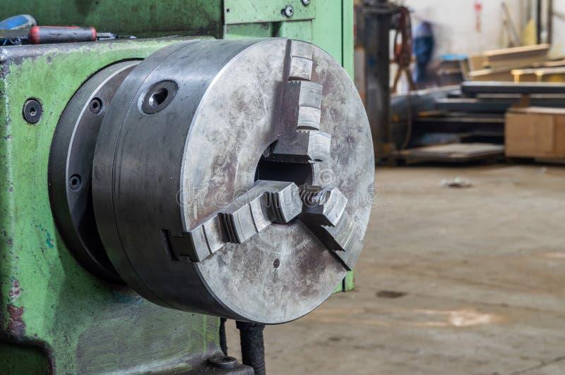 Teil der Schleifmaschine der Drehbank in der Fabrik stockfoto