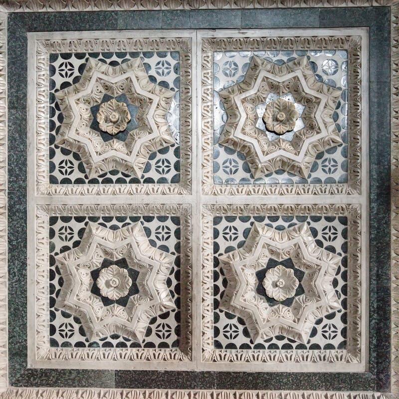 Teil des Marmordekors des Basilika San Miniato-Als Monte in Flo lizenzfreies stockbild
