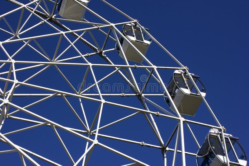 Teil des Riesenrads auf dem blauen Himmel lizenzfreie stockbilder