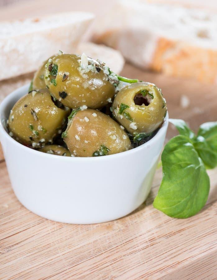 Teil grüne Oliven lizenzfreie stockfotos