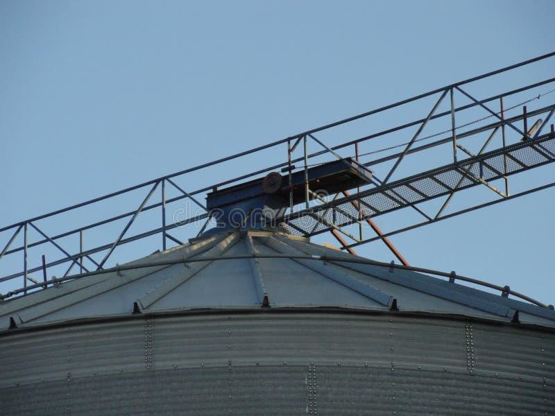 Teile eines verlassenen Getreidehebers lizenzfreies stockfoto