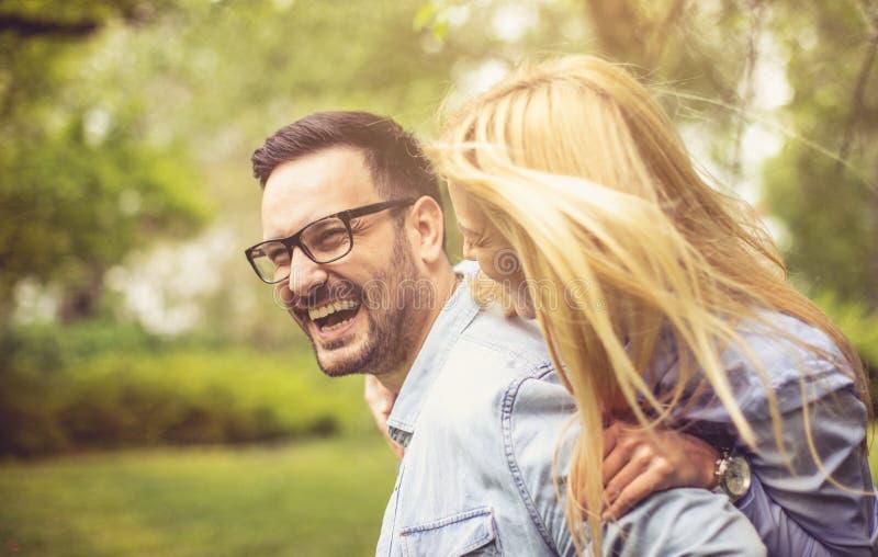 Teilen Sie ein Lächeln und eine Liebe stockfotografie