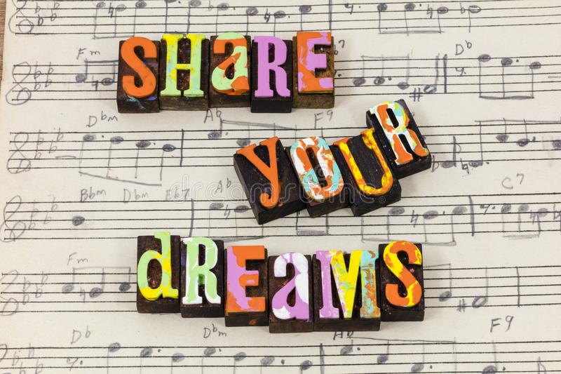 Teilen Sie Ihren Traumträumer, Lebenliebes, dievertrauen Hilfsbriefbeschwererart genießen lizenzfreie stockbilder