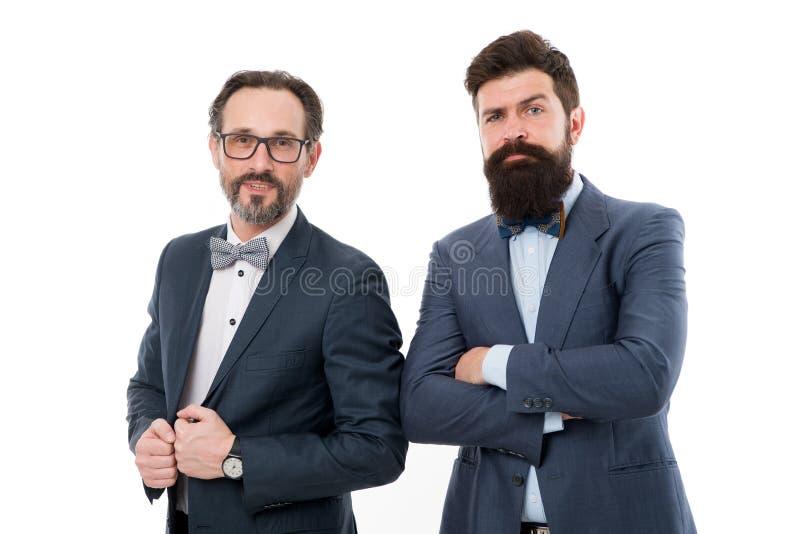 Teilhaber erfuhren Kollegen Bärtige Abnutzungsanzüge der Männer Wir gehend unterrichten Sie ganz über Geschäft Sachverständige Sp stockbilder