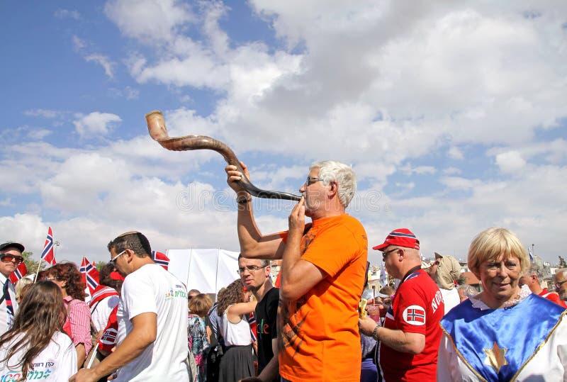 Teilnehmer der Prozession der evangelischen Christen in Jeru stockbild