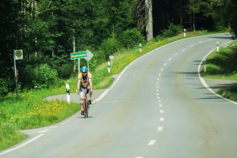 Teilnehmer des Arber Radmarathon stockfotografie