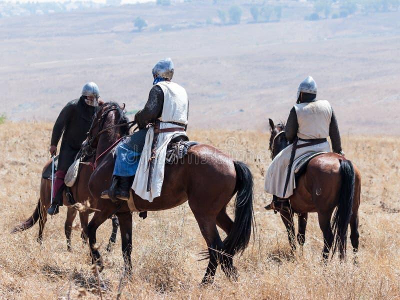 Teilnehmer an die Rekonstruktion von Hörnern von Hattin-Kampf nehmen im Jahre 1187 am Kampf zu Pferd auf dem Schlachtfeld nea tei stockfotos