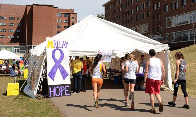 Teilnehmer an University of Michigan-Relais für Lebensereignis 2014 stockbild