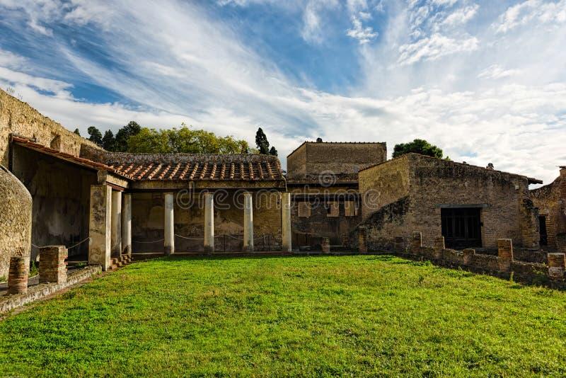 Teilweise ausgegrabene und wieder hergestellte alte Ruinen von Herculaneum lizenzfreies stockfoto