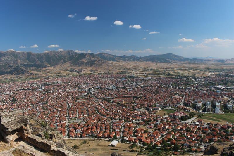 Teilweises Panorama der Stadt Prilep in Mazedonien stockbild