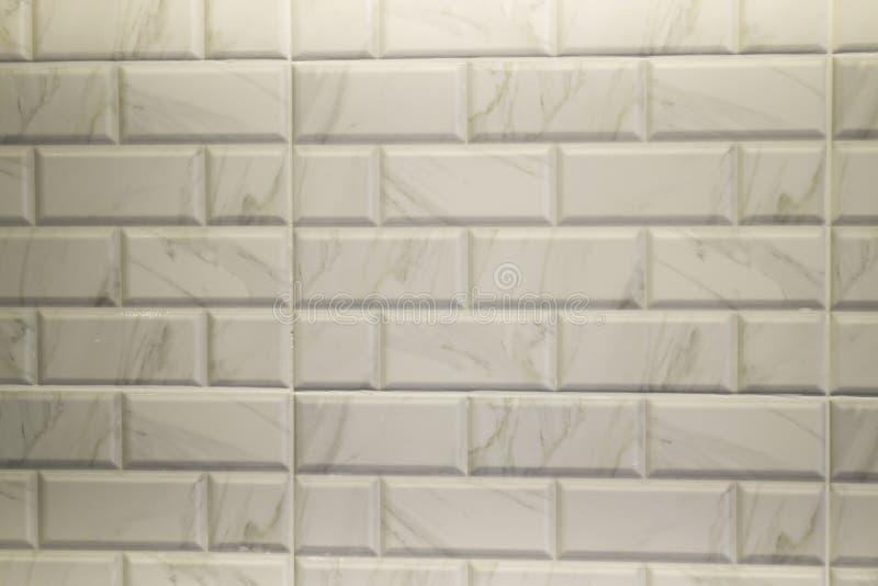 Teja de mármol blanca en cocina moderna imágenes de archivo libres de regalías