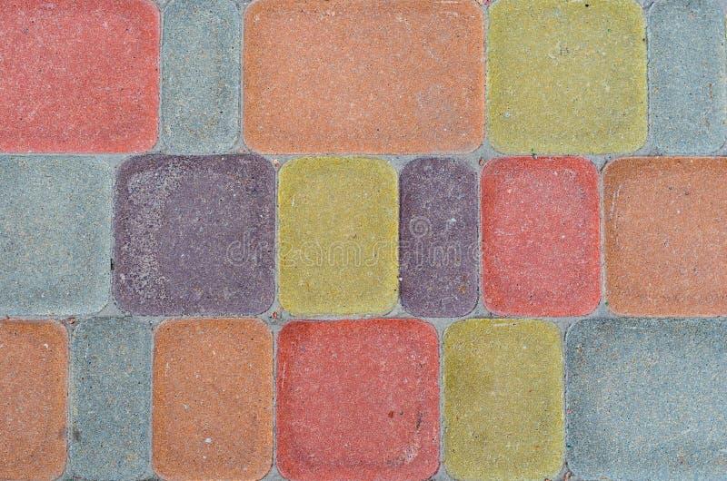 Teja rectangular de la acera Fondo en colores pastel Losas multicoloras con las esquinas redondeadas fotos de archivo