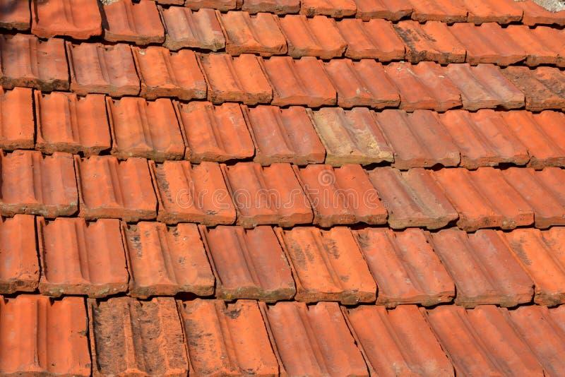 Teja roja vieja de la textura del tejado foto de archivo