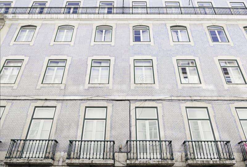Teja típica de la fachada en Lisboa foto de archivo libre de regalías