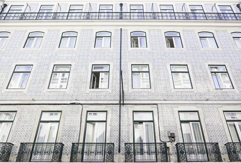 Teja típica de la fachada en Lisboa imagen de archivo libre de regalías