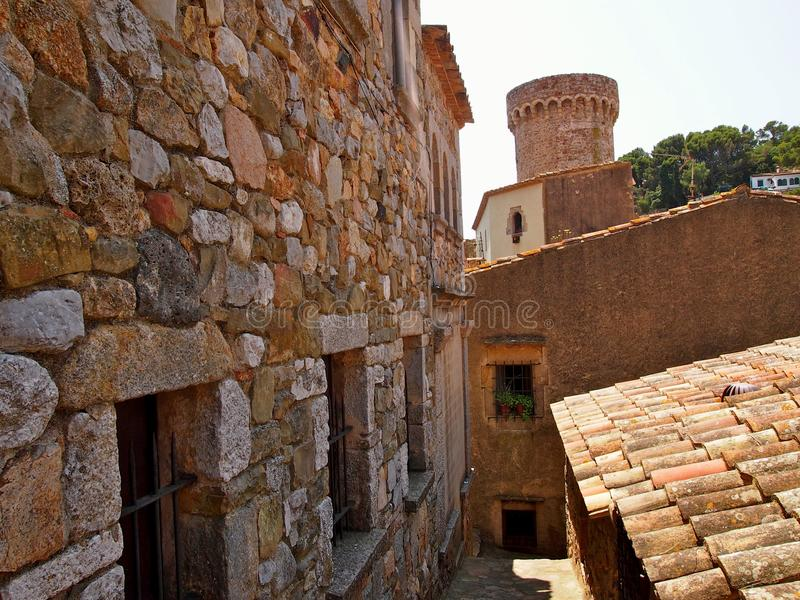 Tejado antiguo en Tosca del Mare imagen de archivo