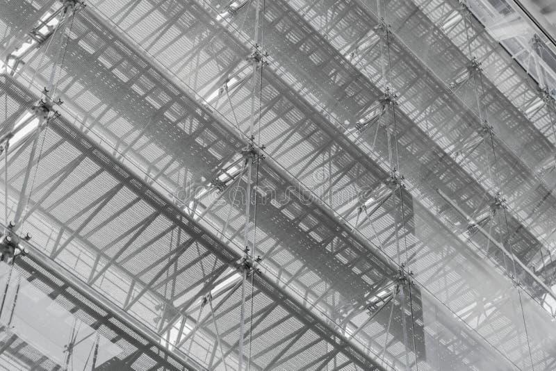Tejado de la estructura de acero del edificio de oficinas Fachada de cristal su de Windows imagen de archivo