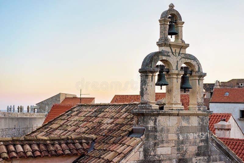Tejado de la iglesia en Dubrovnik imagen de archivo libre de regalías