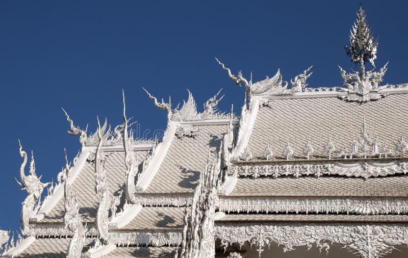 Tejado del edificio del ubosot en Wat Rong Khun fotografía de archivo