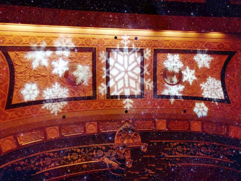 Tejado del interior del pasillo del teatro del palacio imagen de archivo
