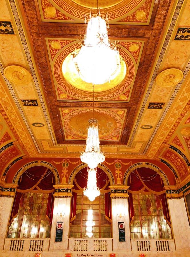 Tejado del interior del pasillo del teatro del palacio imagen de archivo libre de regalías
