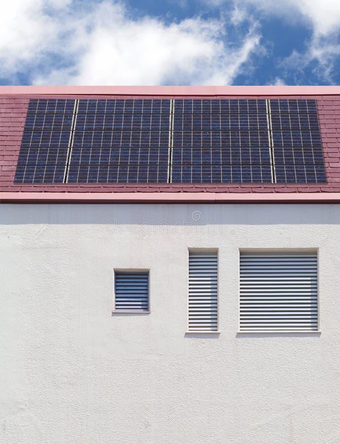 Tejado del panel solar imágenes de archivo libres de regalías