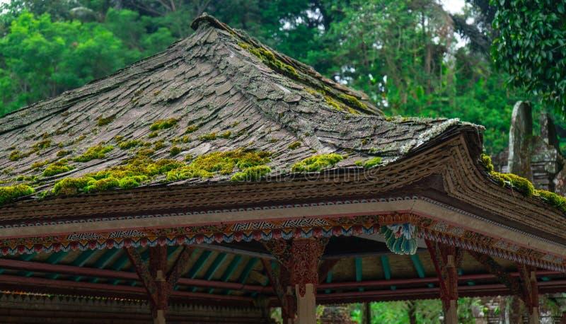 Tejado tradicional del templo del Balinese imagen de archivo libre de regalías