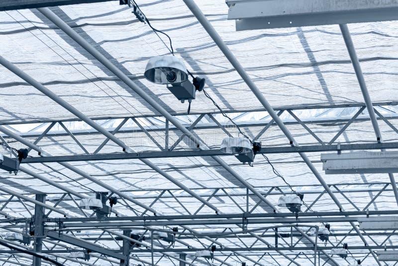Tejado transparente dentro del invernadero techo de cristal estructural fotografía de archivo