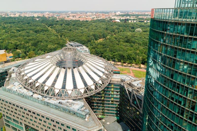 Tejado y edificio cónicos modernistas de Sony Centre en Berlín imagen de archivo