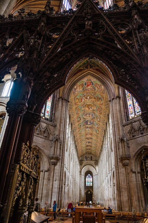Tejado y pantalla tallada en la catedral de Ely imagenes de archivo