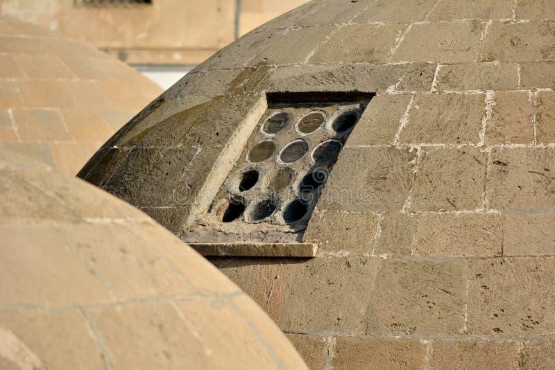 Tejados antiguos redondos de baños públicos en Baku Old City, dentro de la capital de Azerbaijan, detalle foto de archivo