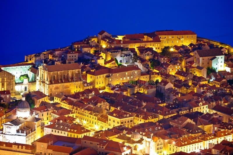 Tejados de centro viejos de Dubrovnik que igualan la visión aérea imagen de archivo