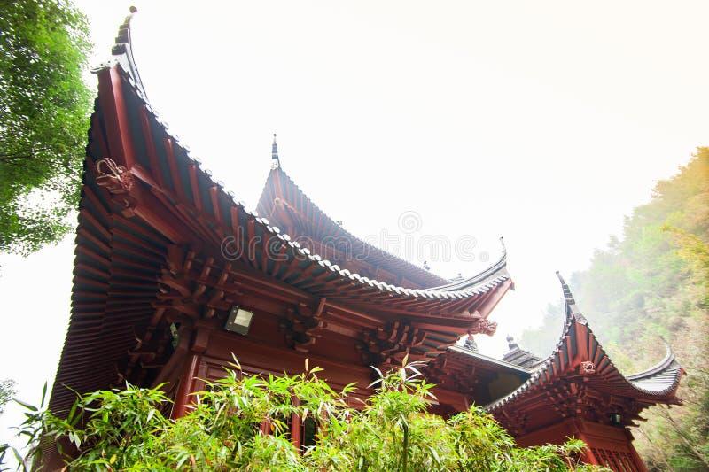 Tejados de Lufeng Temple en Shaoxing fotos de archivo