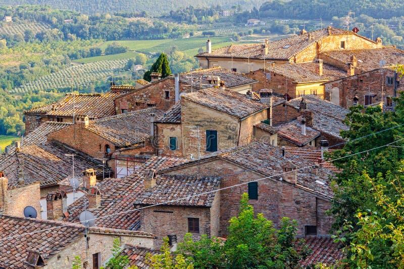 Tejados debajo de las paredes - Montepulciano foto de archivo libre de regalías