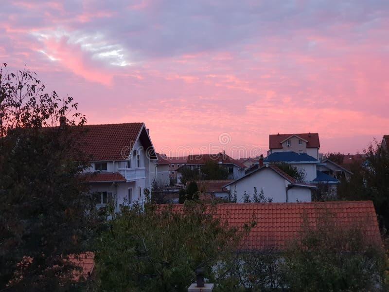 Tejados en Belgrado Serbia durante puesta del sol imagenes de archivo