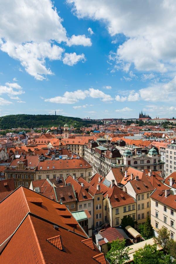 Download Tejados en Praga foto de archivo. Imagen de río, atracción - 41913410