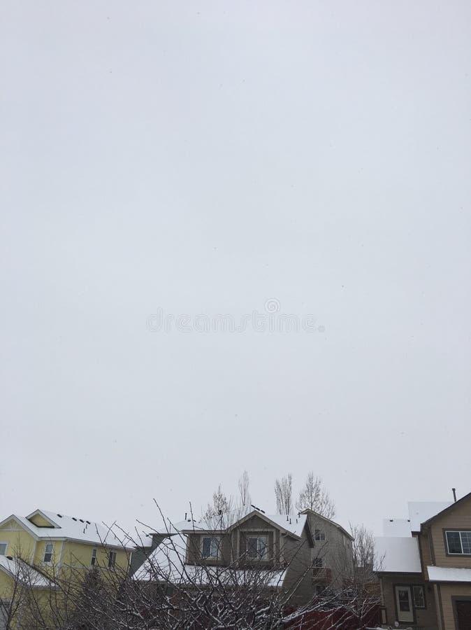 Tejados superiores de la nieve fotos de archivo