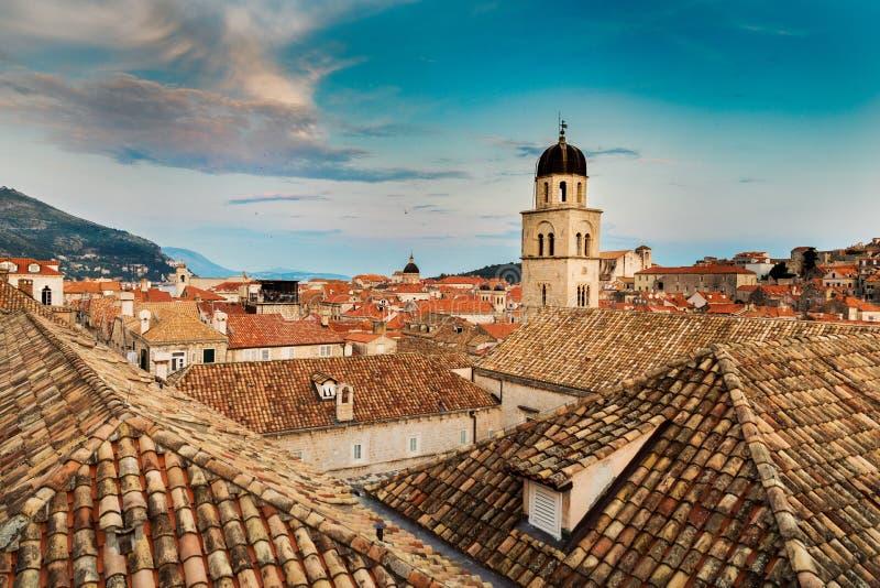 tejados viejos de la ciudad de Dubrovnik en Croacia imagenes de archivo
