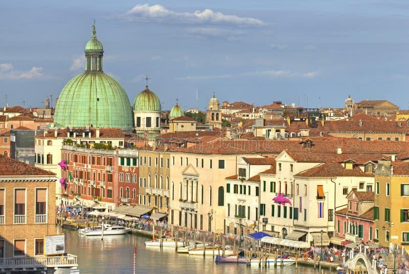 Tejados y canal de Venecia foto de archivo libre de regalías