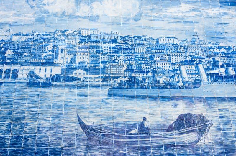 Tejas de cerámica del azulejo en Lisboa, Portugal imágenes de archivo libres de regalías