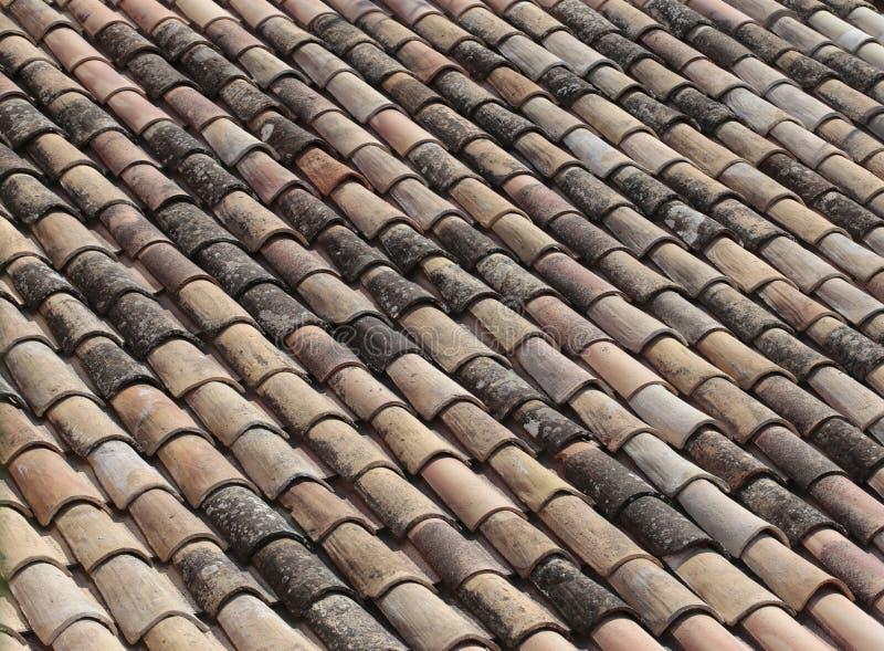 Tejas de la arcilla del tejado fotografía de archivo libre de regalías