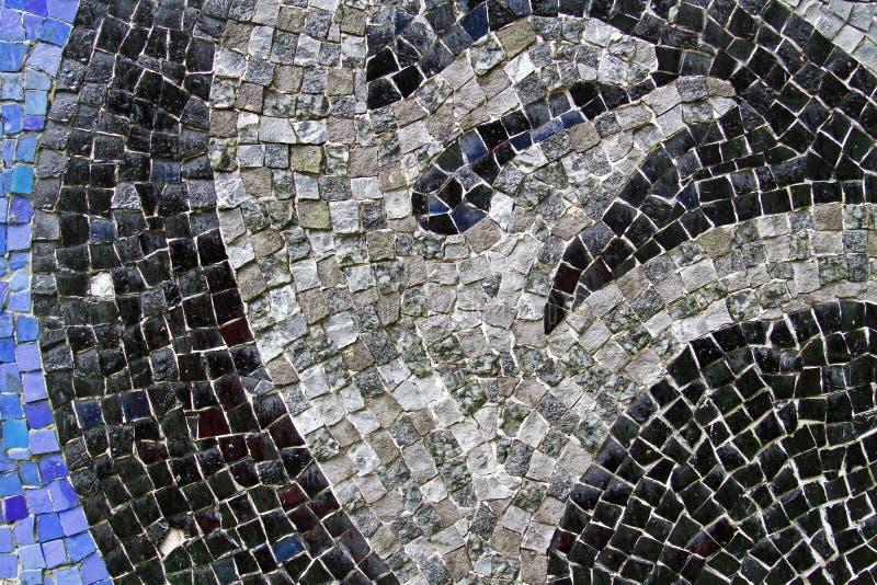 Tejas de mosaico azules, negras y grises en la pared imágenes de archivo libres de regalías
