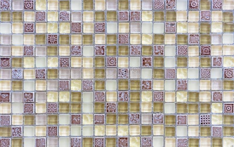 Tejas de mosaico dentro del cuarto de ba?o Fondo del mosaico de las baldosas cer?micas fotos de archivo libres de regalías