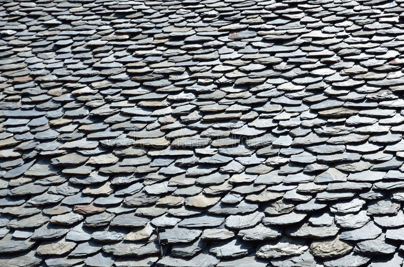 Tejas de tejado antiguas de pizarra imágenes de archivo libres de regalías