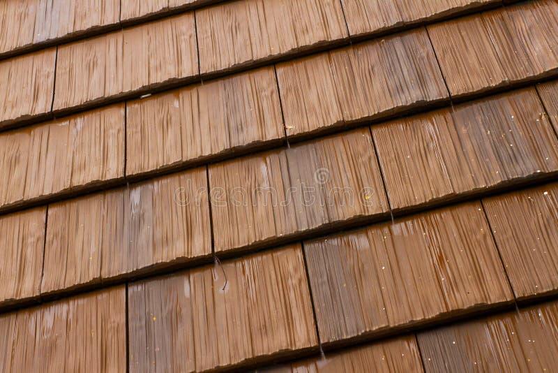 Tejado de madera pergola iluminada con led cubiertas y - Tejado madera ...