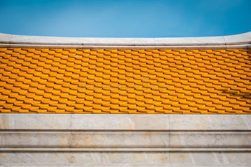 Tejas de tejado del templo de Tailandia Texturice al detalle del top del tejado del templo imágenes de archivo libres de regalías